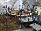 Люстра кованная под старину на деревянном колесе